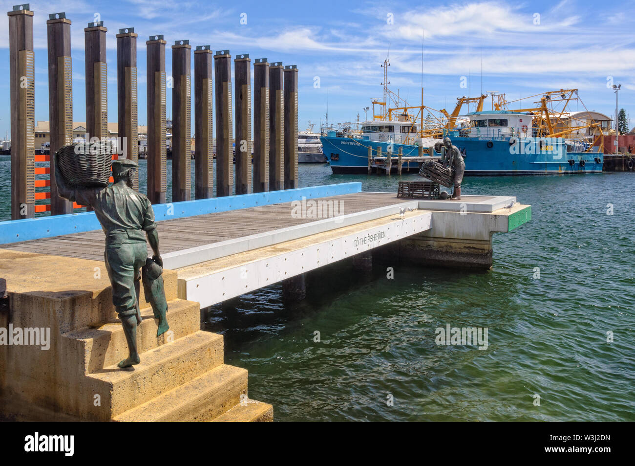 'The Jetty - To the Fishermen' by Greg James (2005) commemorates the local fisherman who started the fishing industry - Fremantle, WA, Australia - Stock Image