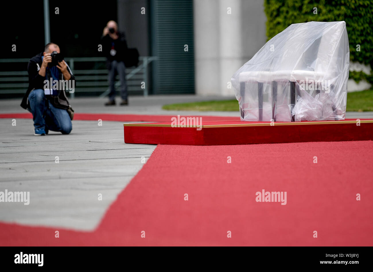 Berlin, Germany. 16th July, 2019. Chairs are available for the reception of Moldovan Prime Minister Sandu with military honours. For the second time in a row, Chancellor Angela Merkel (CDU) has welcomed a foreign guest, some of them sitting with military honors. After several tremors during public appearances such as this, Merkel performed the ceremony for the first time last week, partly sitting down. Credit: Britta Pedersen/dpa-Zentralbild/dpa/Alamy Live News - Stock Image