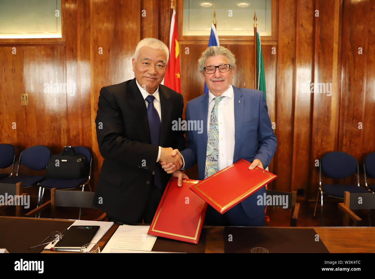 (190716) -- DUBLIN, July 16, 2019 (Xinhua) -- Chinese Minister of Science and Technology Wang Zhigang (L) shakes hands with John Halligan, Irish minister of state for training, skills, innovation, research and development, after signing a memorandum of understanding (MoU) in Dublin, Ireland, July 15, 2019. An MoU aiming to strengthen the science, technology and innovation (STI) cooperation between China and Ireland was signed here on Monday.   Under the MoU, which is valid for five years, both sides have agreed to strengthen STI cooperation in areas including advanced materials, information an - Stock Image
