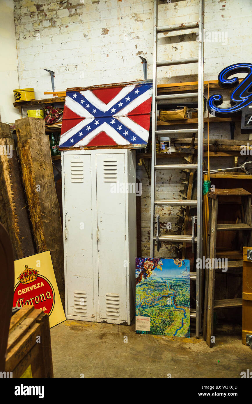 Vintage store in the River Arts District, Asheville, North Carolina, USA. - Stock Image