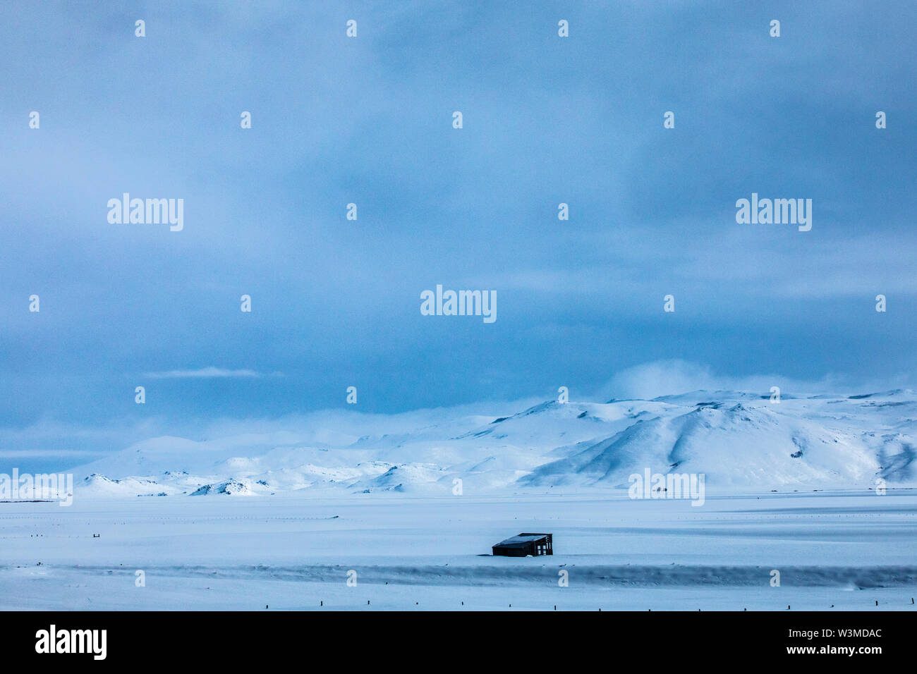 Field and mountain during winter in Fairfield, Idaho - Stock Image