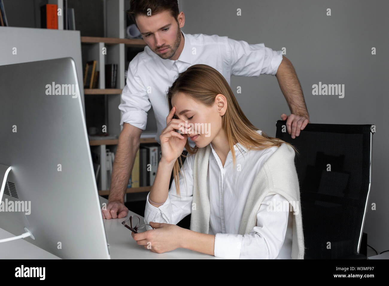Upset businesswoman and sympathetic colleague - Stock Image