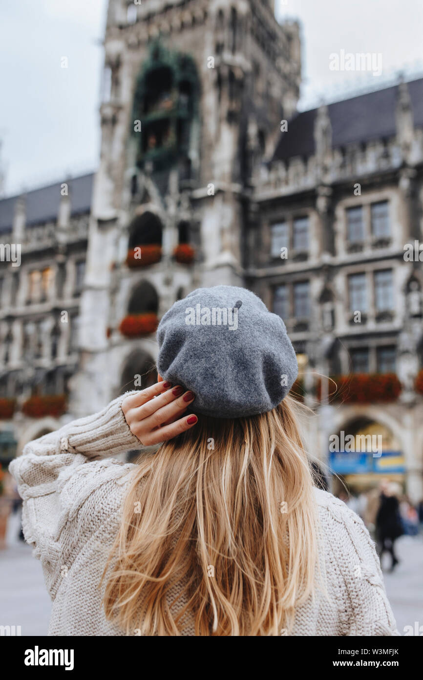Woman wearing beret by New Town Hall in Munich, Germany - Stock Image