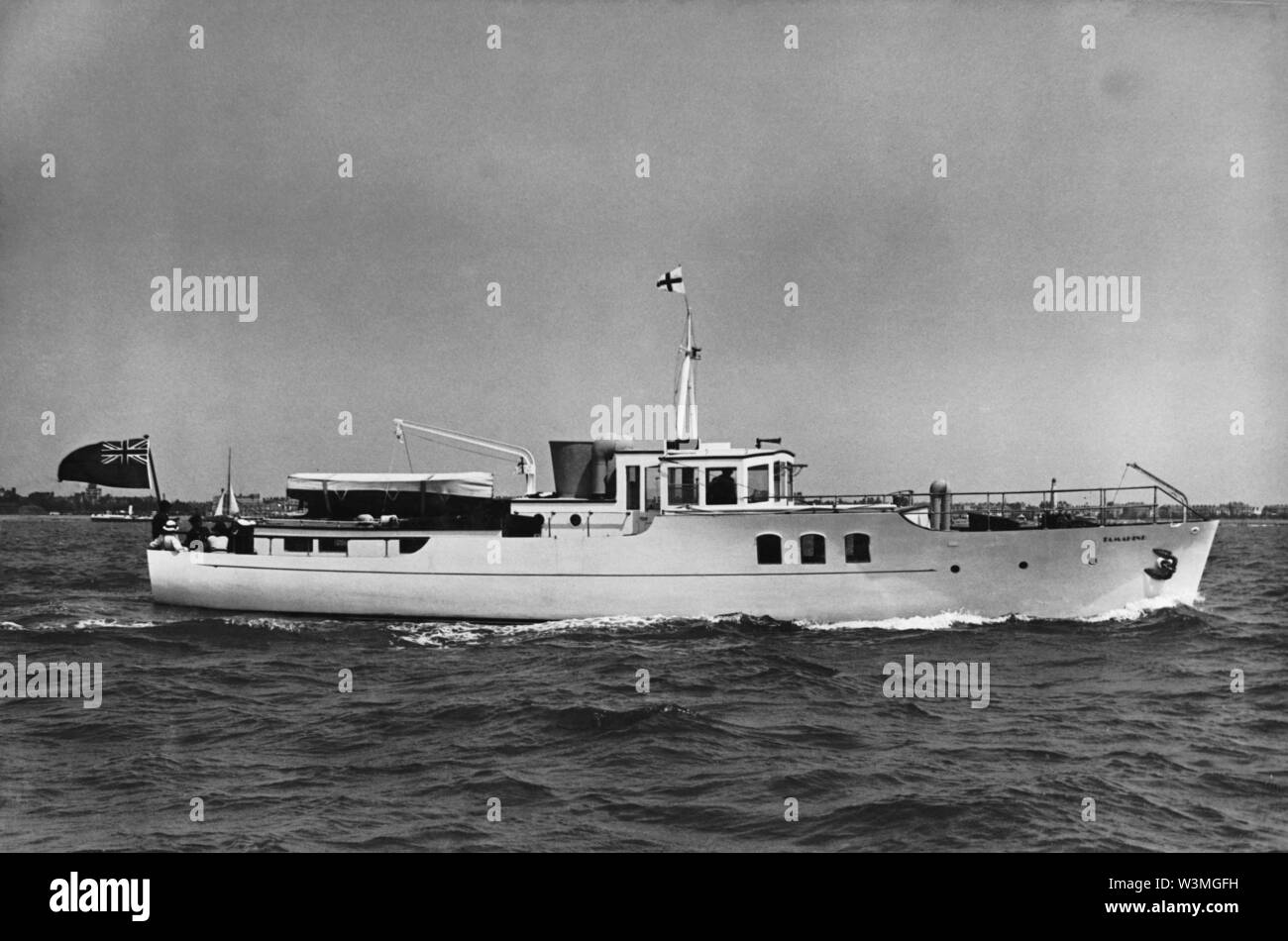 AJAXNETPHOTO. 1933. PORTSMOUTH, ENGLAND. - VOSPER YACHT ON TRIALS - TAMAHINE. PHOTO:VT COLLECTION/AJAX REF:HDD MOY TAMAHINE 1643 Stock Photo