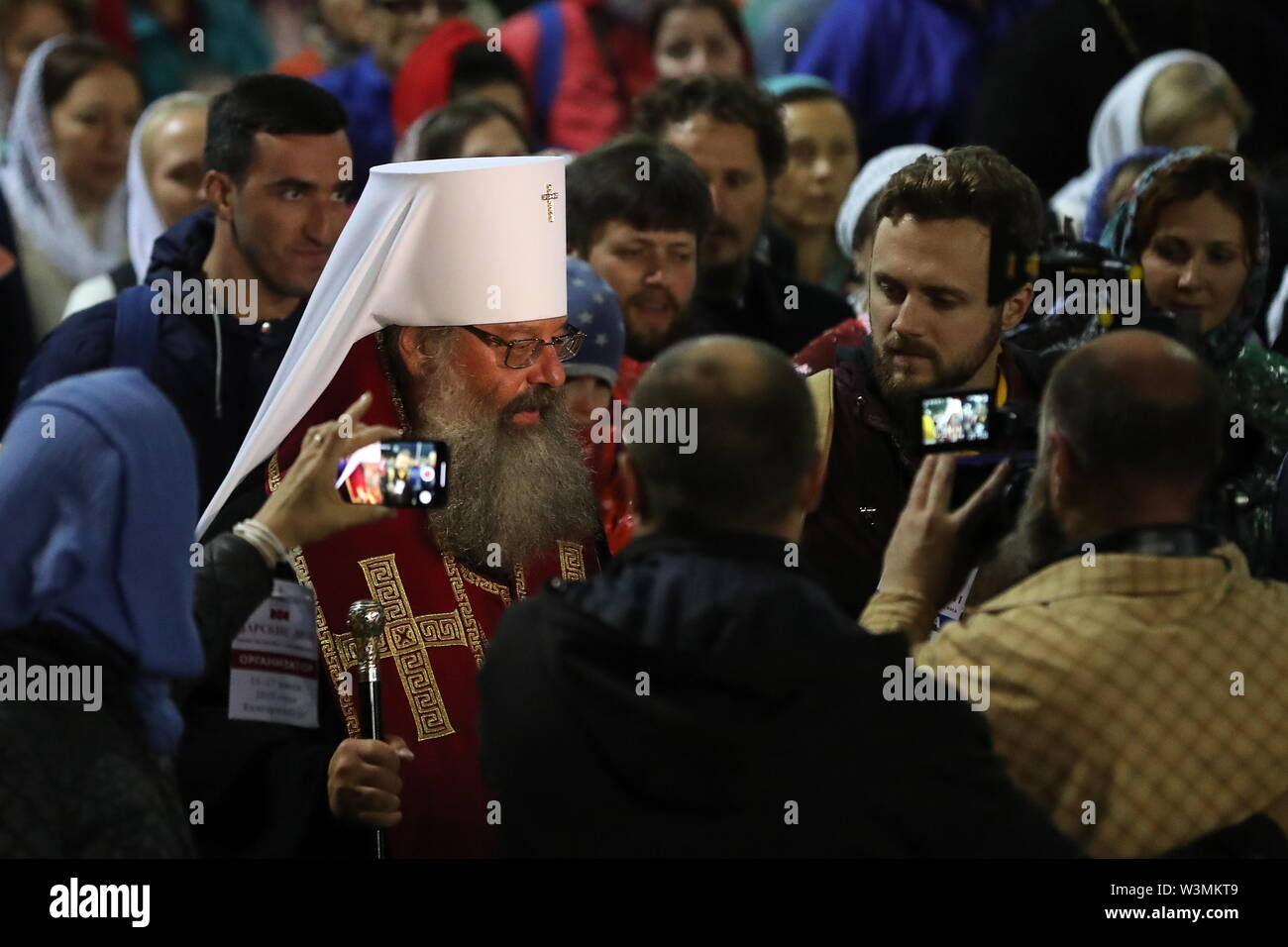 Yekaterinburg, Russia. 17th July, 2019. YEKATERINBURG, RUSSIA - JULY 17, 2019: Metropolitan Kirill (L front) of Yekaterinburg and Verkhoturye takes part in a religious procession in memory of the Russian royal family from the Church of All Saints in Yekaterinburg to the Ganina Yama Monastery in the Sverdlovsk Region. Emperor Nicholas II of Russia and his family were executed on July 17, 1918. The procession is held as part of the Tsar Days Orthodox Culture Festival. Donat Sorokin/TASS Credit: ITAR-TASS News Agency/Alamy Live News - Stock Image
