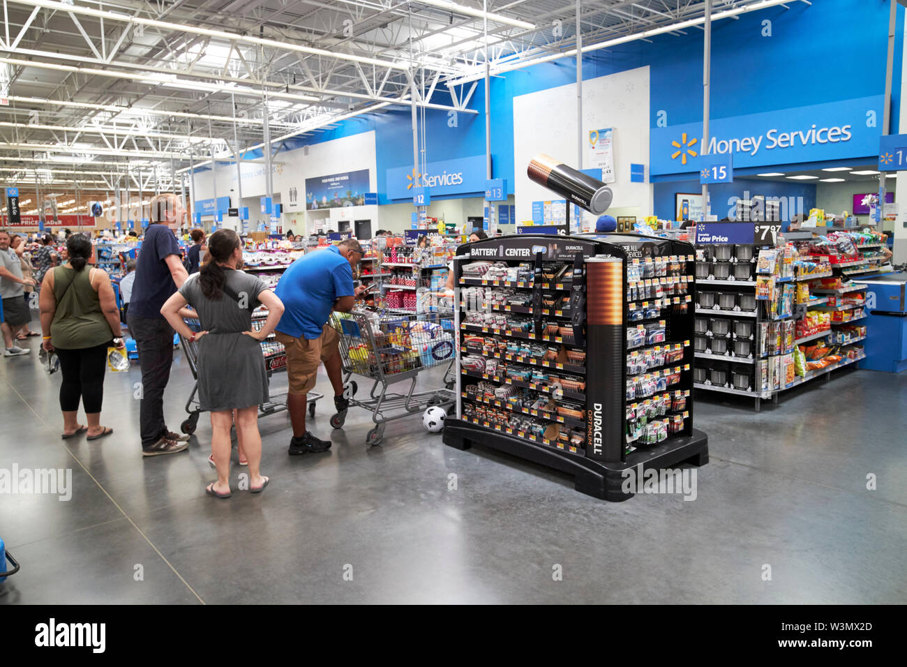 Customers Wait In Line At Busy Walmart Checkouts In A Supercenter Store In Orlando Florida Usa Stock Photo Alamy