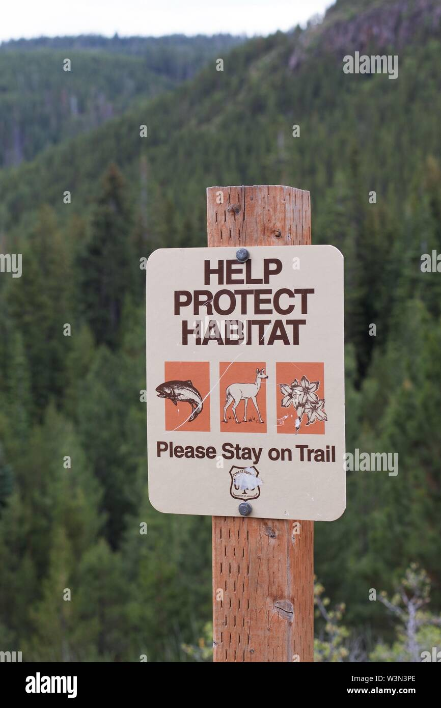A sign urging people to stay on the trails to protect habitat, at Deschutes National Forest near Bend, Oregon, USA. - Stock Image