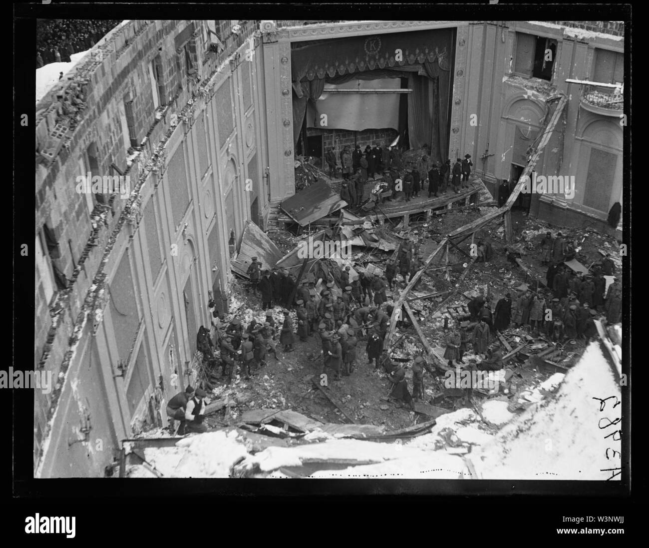 Collapsed roof following snow storm on January 28, 1922. Knickerbocker Theater located on the southwest corner of 18th Street and Columbia Road, N.W., Washington, D.C. - Stock Image