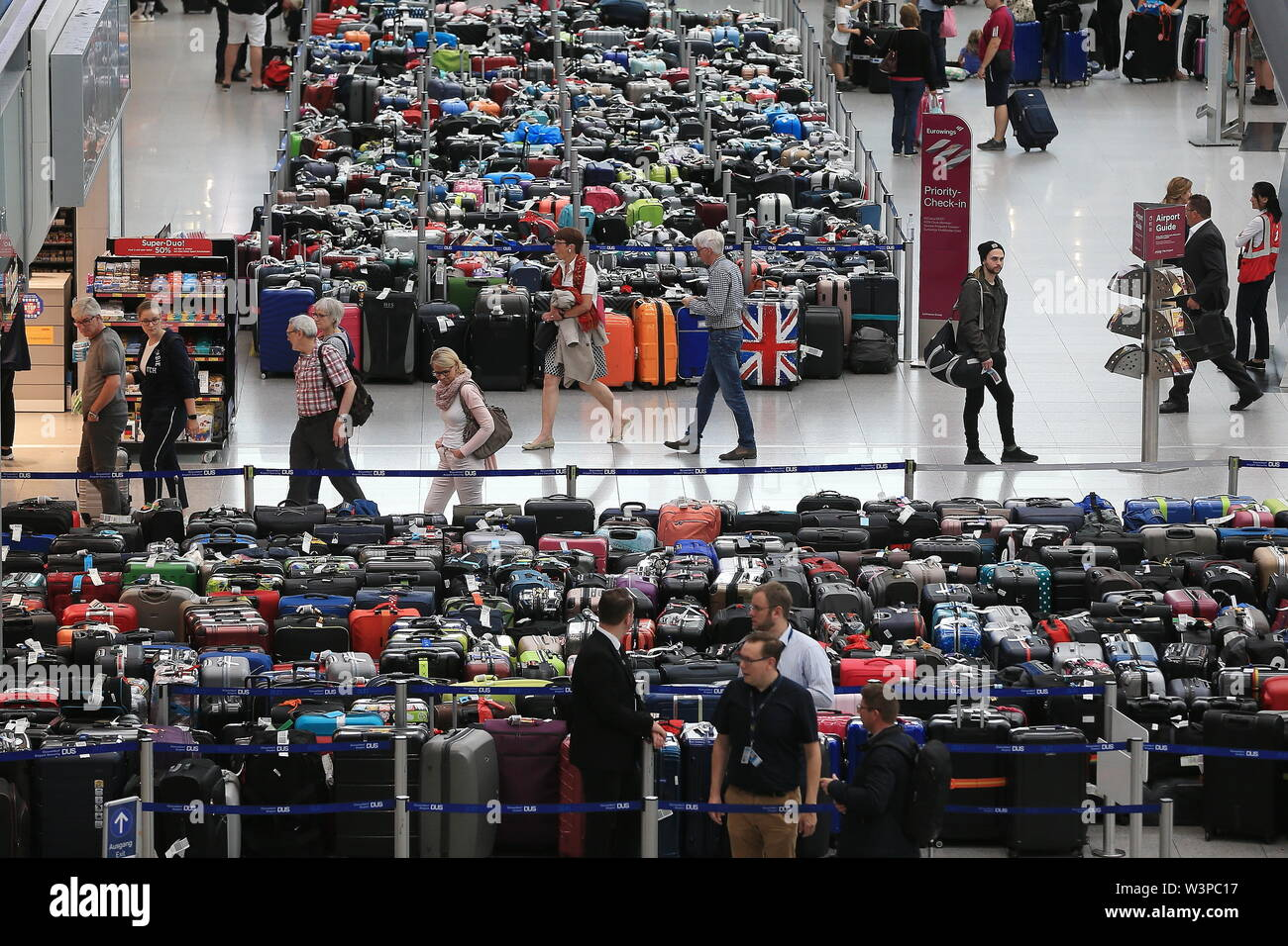 Duesseldorf, Germany. 17th July, 2019. Several hundred pieces of luggage are standing in the departure hall of Düsseldorf Airport. Due to a technical malfunction, passengers at Düsseldorf Airport had to adjust to problems with baggage handling. Credit: David Young/dpa/Alamy Live News - Stock Image