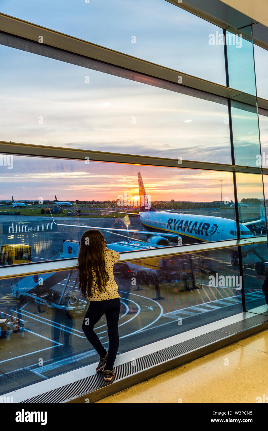 Dublin Airport, Terminal One, child, girl watches sunrise. Ireland - Stock Image