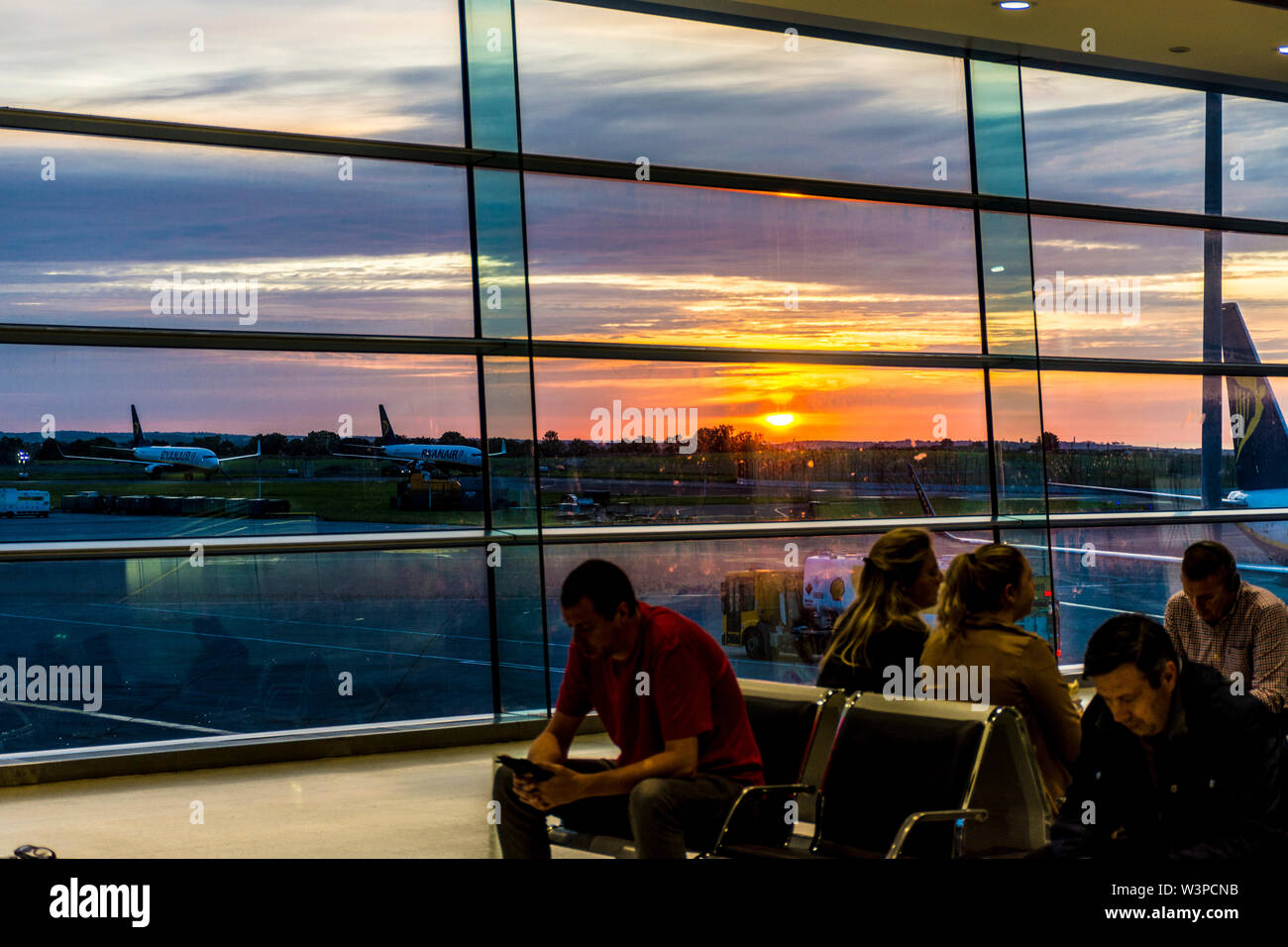 Dublin Airport, Terminal One, Sunrise over the airfield and parked aircraft. Ireland - Stock Image