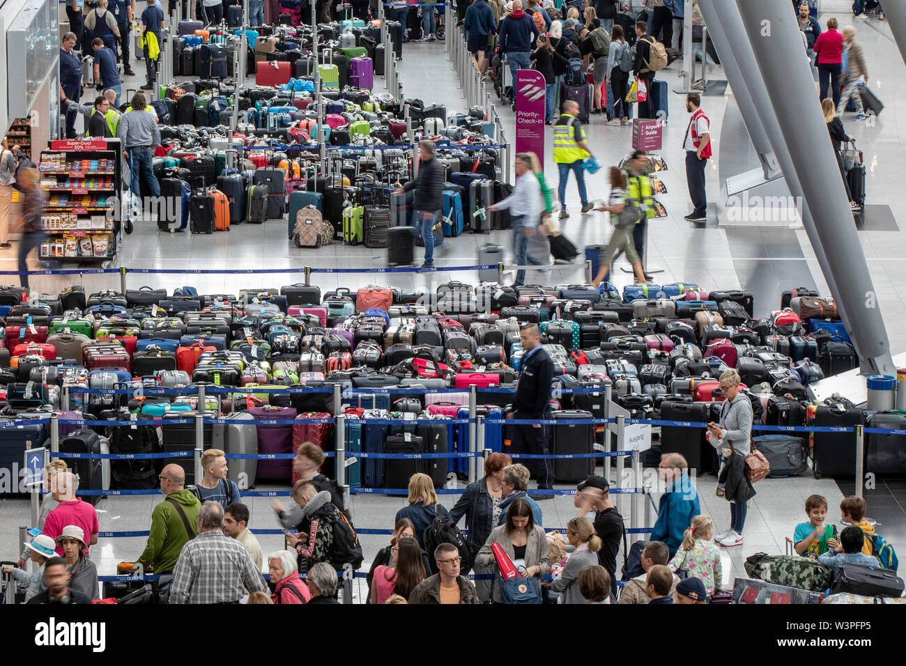 Duesseldorf, Germany. 17th July, 2019. Several hundred pieces of luggage are standing in the departure hall of Düsseldorf Airport. Passengers at Düsseldorf Airport had to adjust to problems with baggage handling due to a technical malfunction Credit: Marcel Kusch/dpa/Alamy Live News - Stock Image