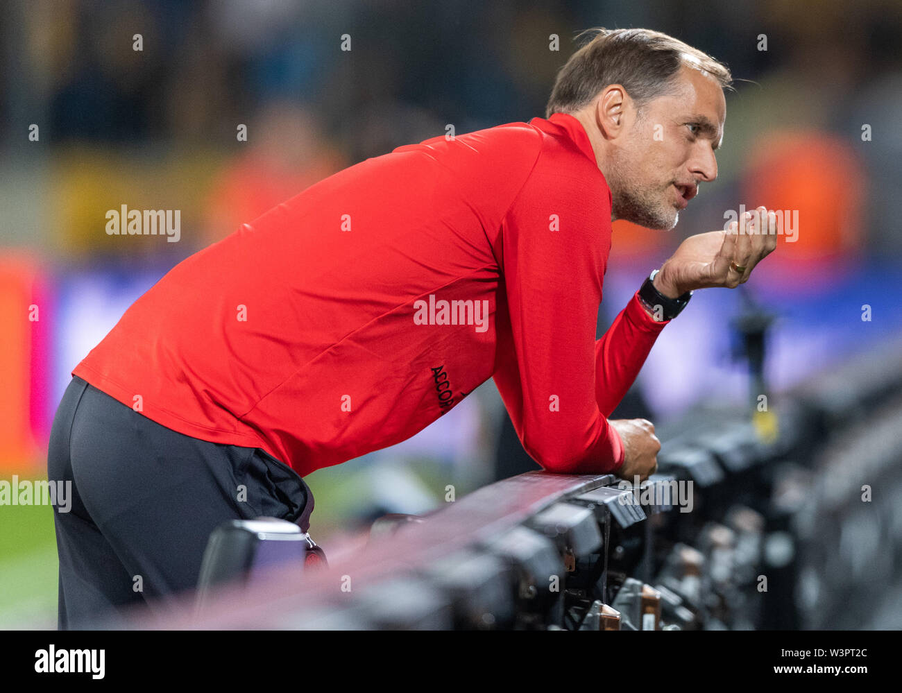 Dresden, Germany. 16th July, 2019. Football, test match, SG Dynamo Dresden - Paris Saint-Germain, in the Rudolf-Harbig-Stadium. Paris coach Thomas Tuchel gestures. Credit: Robert Michael/dpa-Zentralbild/dpa - IMPORTANT NOTE: In accordance with the requirements of the DFL Deutsche Fußball Liga or the DFB Deutscher Fußball-Bund, it is prohibited to use or have used photographs taken in the stadium and/or the match in the form of sequence images and/or video-like photo sequences./dpa/Alamy Live News - Stock Image