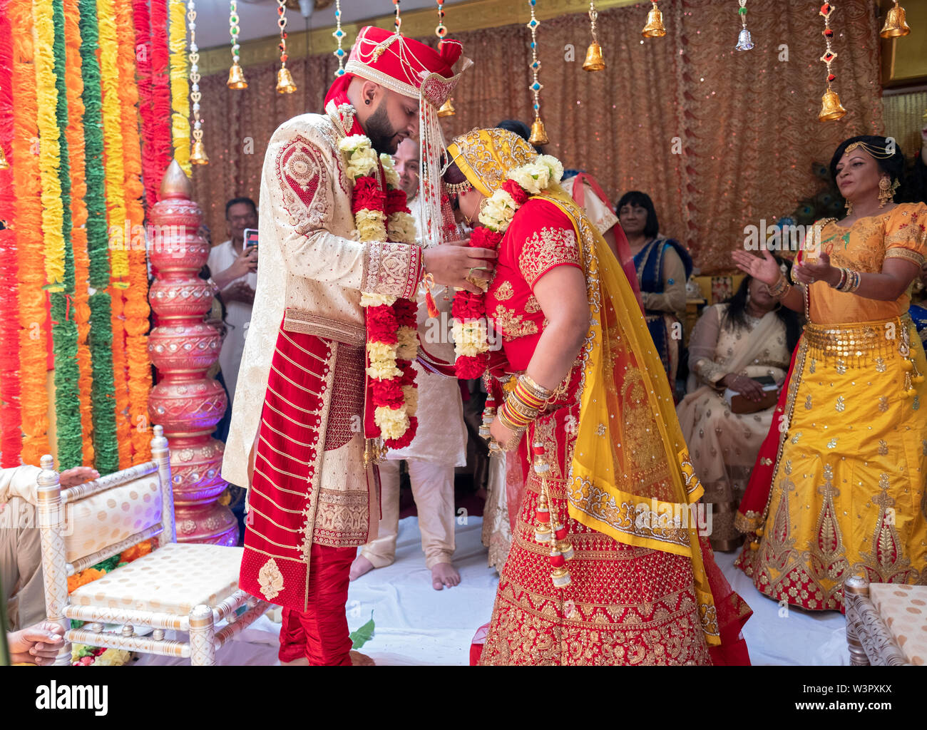 Wedding Garlands High Resolution Stock Photography And Images Alamy