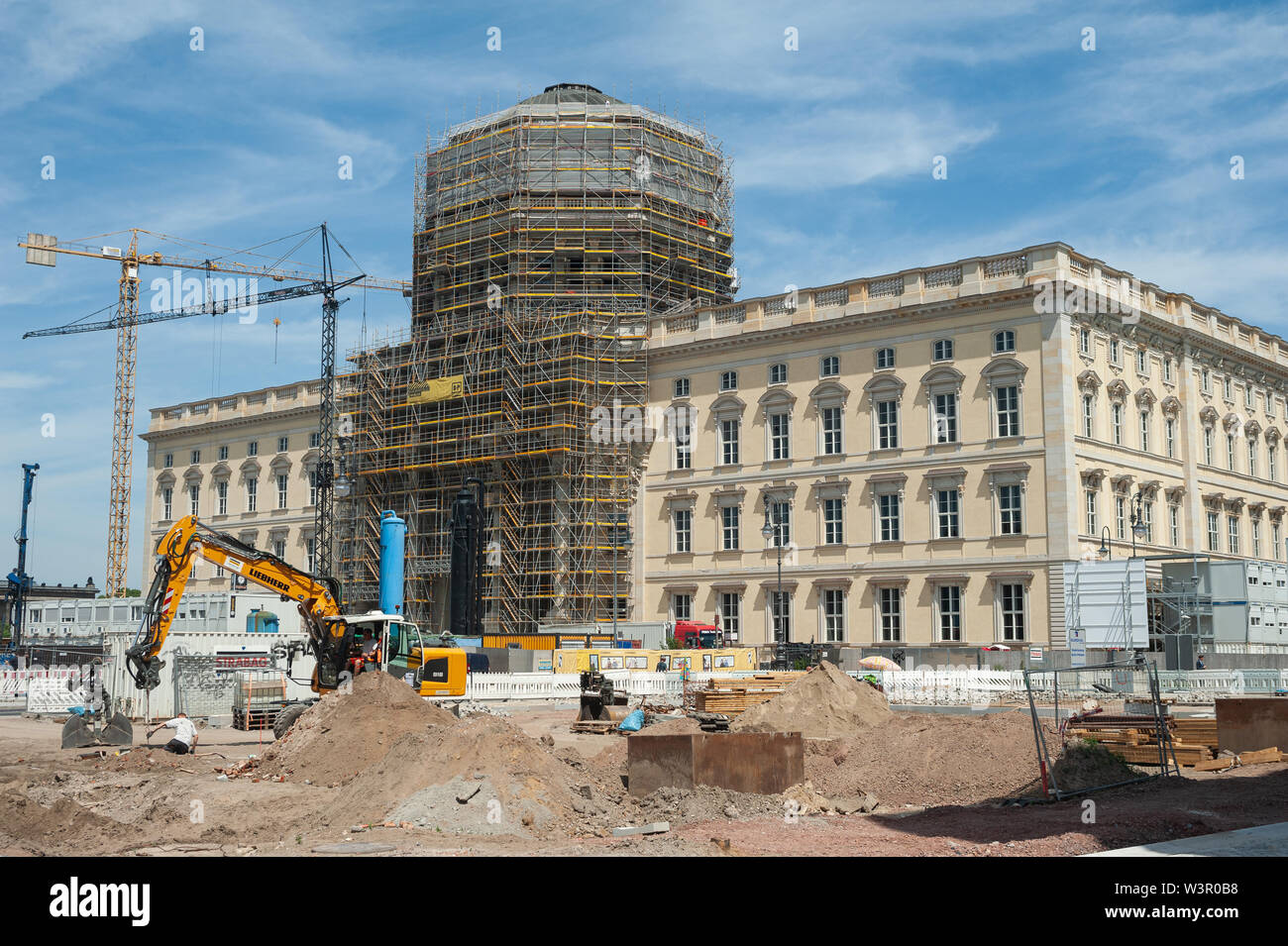 25.06.2019, Berlin, Germany, Europe - Construction site of the Berlin City Palace with the Humboldt Forum at Schlossplatz on Museum Island in Mitte. - Stock Image