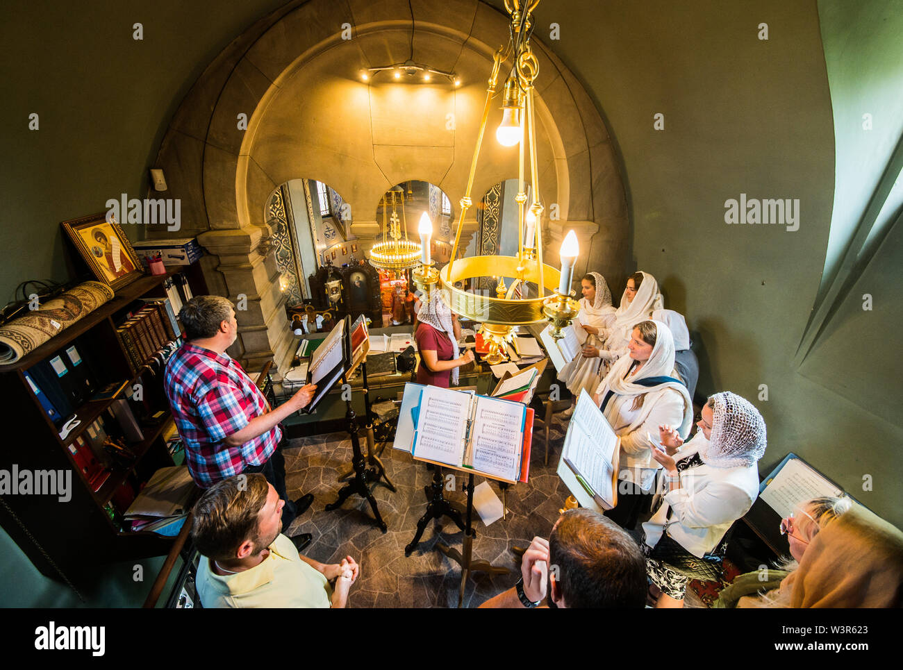 Darmstadt, Germany. 17th July, 2019. A choir sings during a church service in the Russian Orthodox Church on Mathildenhöhe. The service commemorates the murder of the last Russian tsar family on 17 July 1918. Then, symbolically, bell models were handed over for the seven new bells. The new bells, which are not yet completely finished, will be consecrated at a later date. Credit: Andreas Arnold/dpa/Alamy Live News - Stock Image