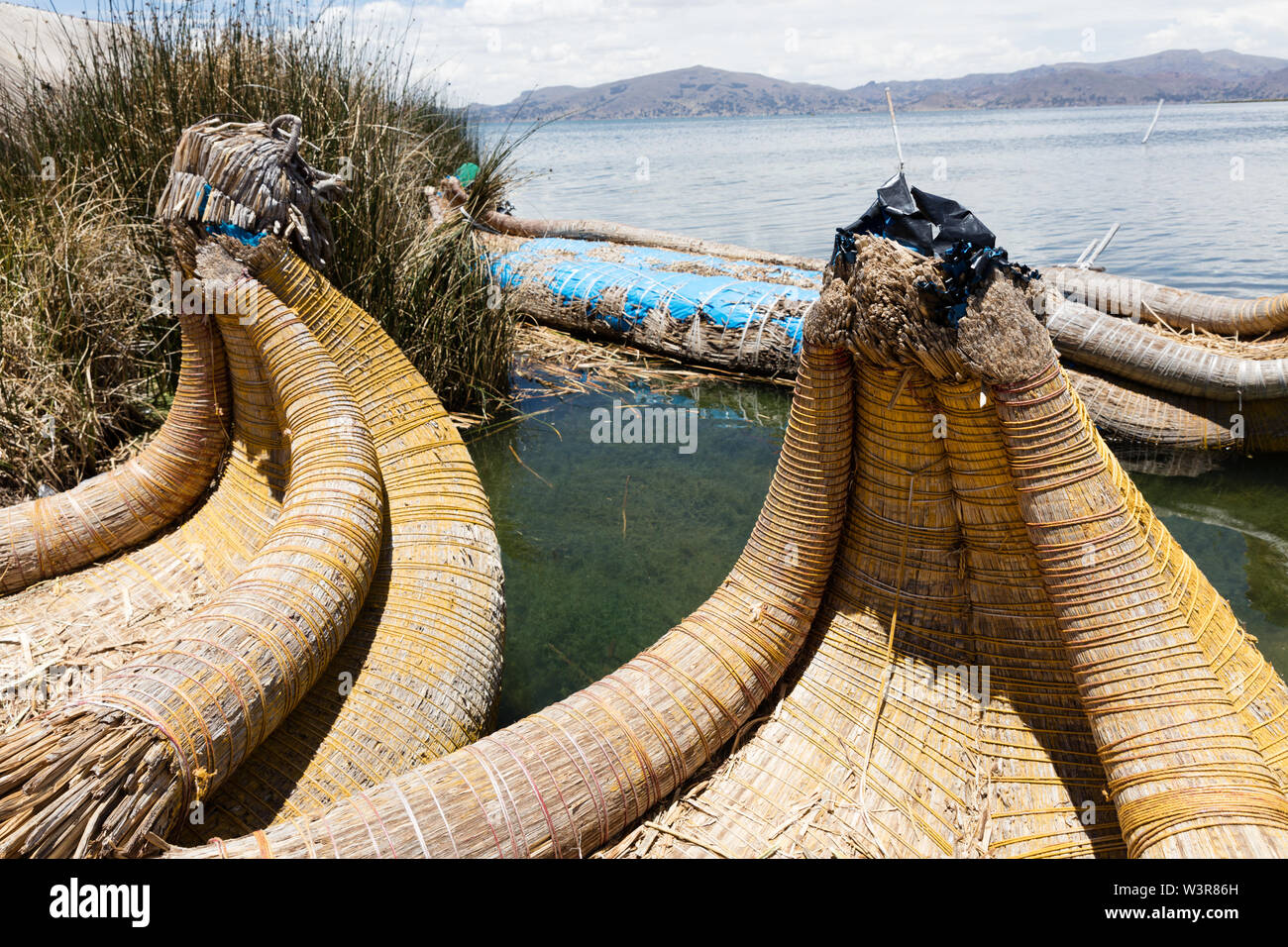 Traditional reed boat (totora) in the Uros Islands, Titicaca Lake or Titikaka Lake, Peru, South America - Stock Image