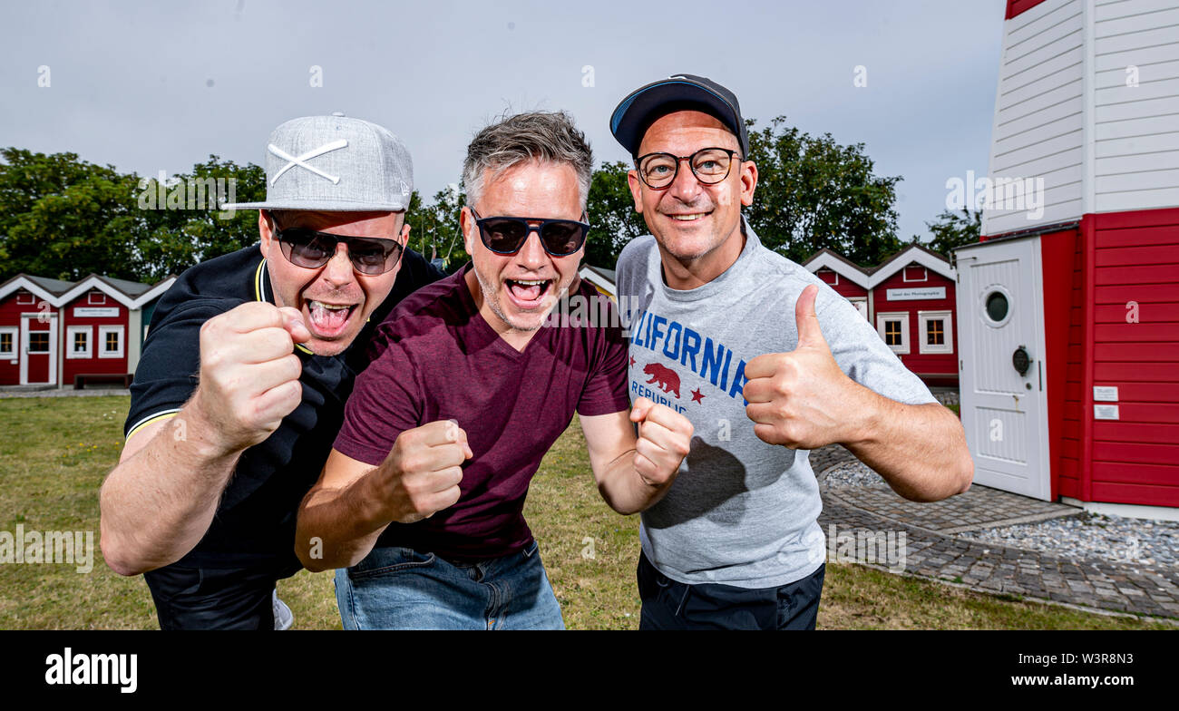 Helgoland, Germany. 17th July, 2019. The hip-hop band Fettes Brot, Boris Lauterbach alias 'König Boris' (l-r), Martin Vandreier alias 'Doktor Renz' and Björn Warns alias 'Björn Beton' are preparing for their concert on the island of Helgoland. 700 visitors are expected in the sold out Nordseehalle. Credit: Axel Heimken/dpa/Alamy Live News - Stock Image