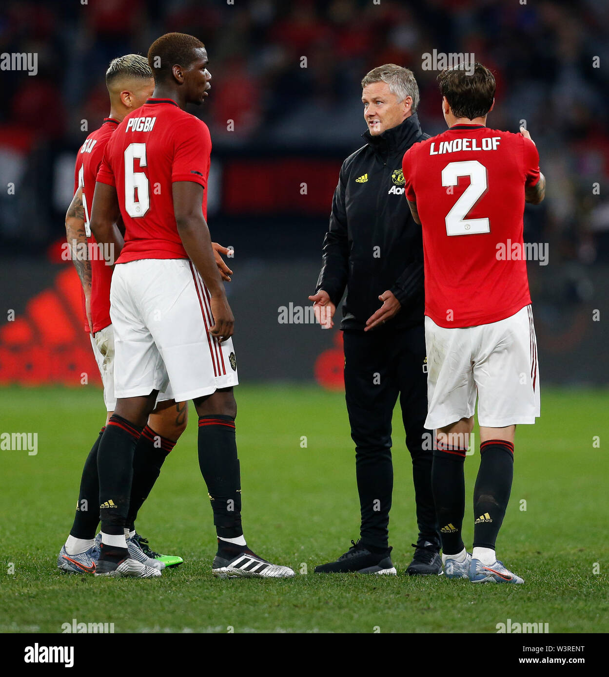 Optus Stadium, Burswood, Perth, W Australia. 17th July 2019. Manchester United versus Leeds United; pre-season tour; Ole Gunnar Solskjaer Manager of Manchester United talks to Paul Pogba Victor Lindelof and Marcos Rojo during the half time break Credit: Action Plus Sports Images/Alamy Live News Stock Photo