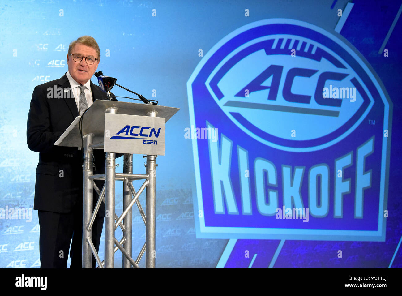 July 17, 2019 - Charlotte, North Carolina, U.S - ACC Commissioner John Swofford, speaking during the Commissioners forum at the ACC Football Kickoff on July 17, 2019 at the Westin Hotels & Resorts in Charlotte, N.C. (Credit Image: © Ed Clemente/ZUMA Wire) - Stock Image