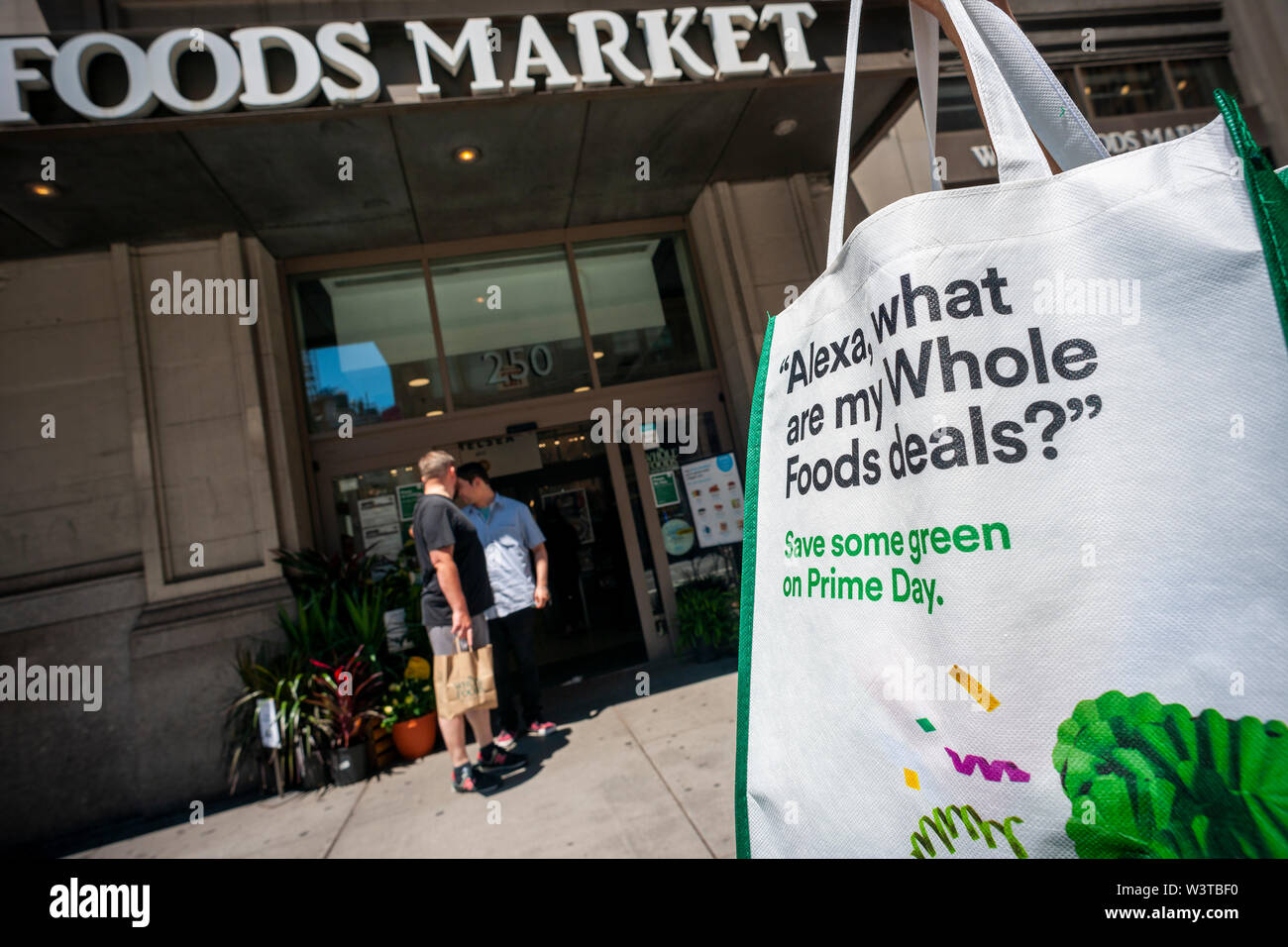 Whole Foods Bag Stock Photos & Whole Foods Bag Stock Images