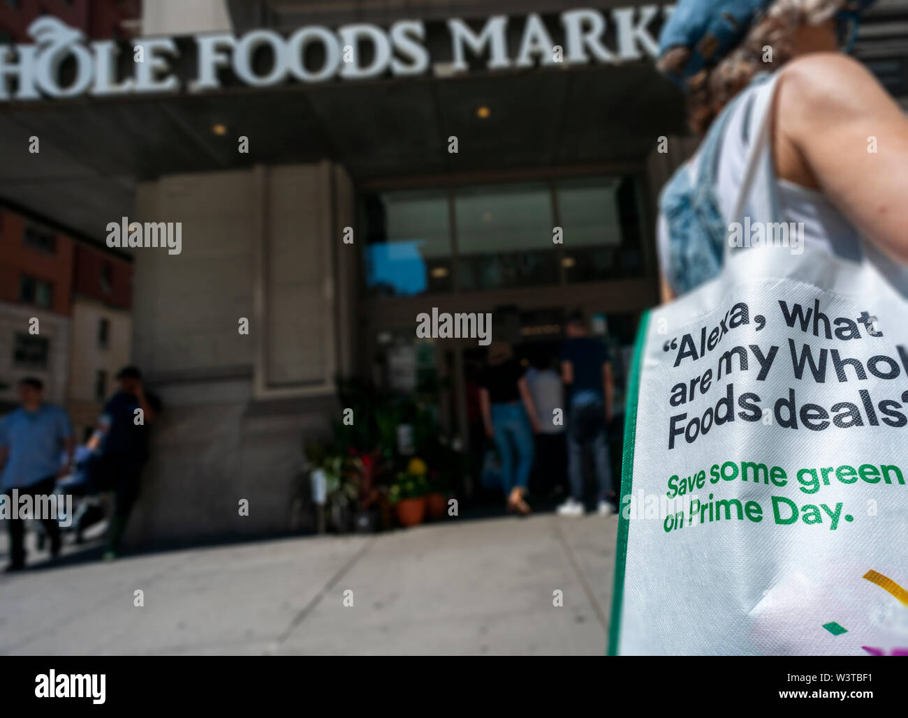Whole Foods Bag Stock Photos & Whole Foods Bag Stock Images - Alamy