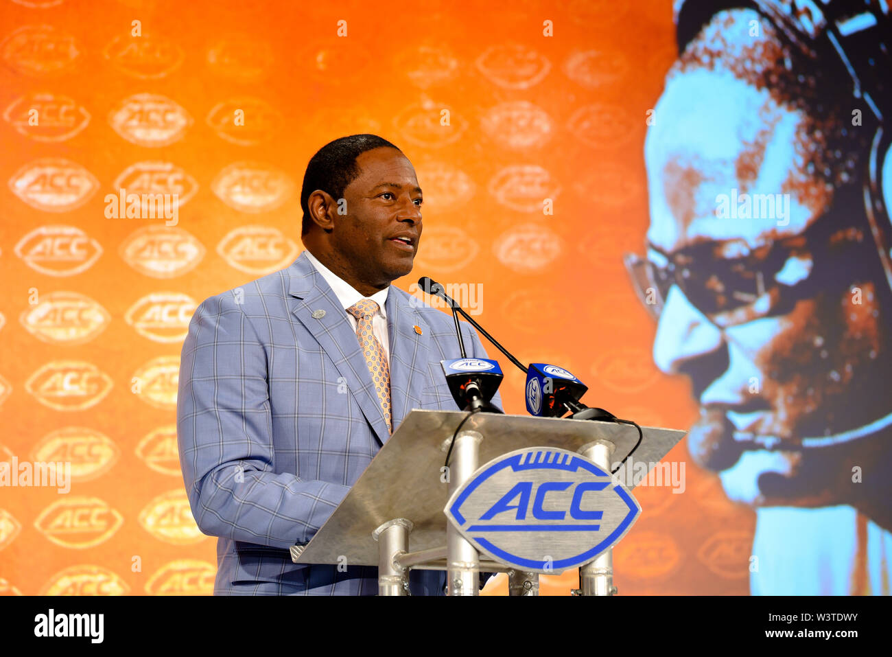 Charlotte, North Carolina, USA. 17th July, 2019. Syracuse Head Coach DINO BABERS speaking to reporters during the ACC Atlantic Division Coach/Student interviews on July 17, 2019 at the Westin Hotels & Resorts in Charlotte, N.C. Credit: Ed Clemente/ZUMA Wire/Alamy Live News - Stock Image