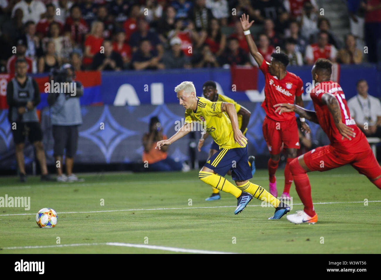 Los Angeles, California, USA. 17th July, 2019. Arsenal midfielder Mesut Ozil (10) drives the ball during the 2019 International Champions Cup (ICC) match between Arsenal and Bayern Munich in Carson, California, July 17, 2019. Arsenal won 2-1. Credit: Ringo Chiu/ZUMA Wire/Alamy Live News - Stock Image