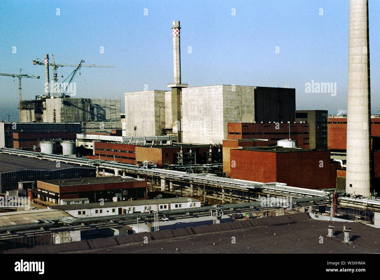 FILED - 18 July 2019, Berlin, Lubmin: Mecklenburg-Western Pomerania/GDR/1990 Lubmin nuclear power plant near Greifswald. Block 5 is still under construction. A little later, the power plant is shut down for safety reasons. Later, an interim storage facility for radioactive waste will be set up there. The technology of the NPP was Soviet. A total of 5 blocks were planned, 4 were in operation, each with a capacity of 400 MW. All decommissioned in 1990 // Atom/Energy/Reactor/Atom/Nuclear Power/Federal States *** Local Caption *** East Germany/Energy Atomic power plant near Greifsw - Stock Image