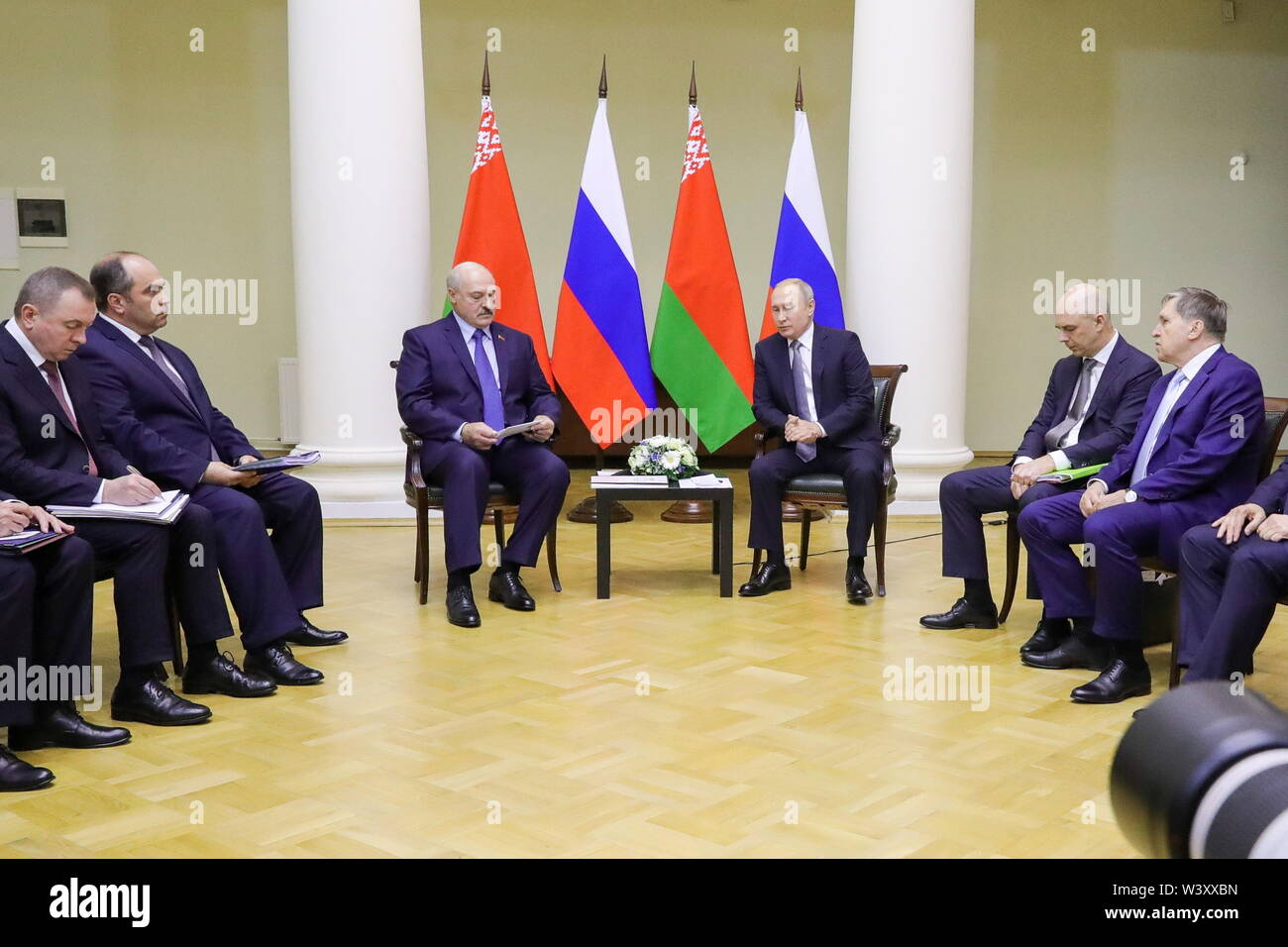 St Petersburg, Russia. 18th July, 2019. ST PETERSBURG, RUSSIA - JULY 18, 2019: Belarus' President Alexander Lukashenko and Russia's President Vladimir Putin (L-R center) shake hands during a meeting at Tauride Palace. Mikhail Klimentyev/Russian Presidential Press and Information Office/TASS Credit: ITAR-TASS News Agency/Alamy Live News - Stock Image