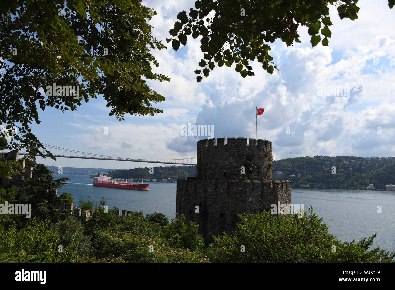 Istanbul. 18th July, 2019. Photo taken on July 18, 2019 shows a scenery of the Rumeli Fortress in Istanbul, Turkey. Turkey's biggest city Istanbul allured a record number of tourists during the first five months of this year, thanks to an environment of peace, affordable prices and diversified tourism products. Between January and May, 5.4 million foreigners visited Istanbul, marking a year-on-year increase of 11 percent, according to the data unveiled by the Istanbul Provincial Directorate of Culture and Tourism. Credit: Xu Suhui/Xinhua/Alamy Live News - Stock Image
