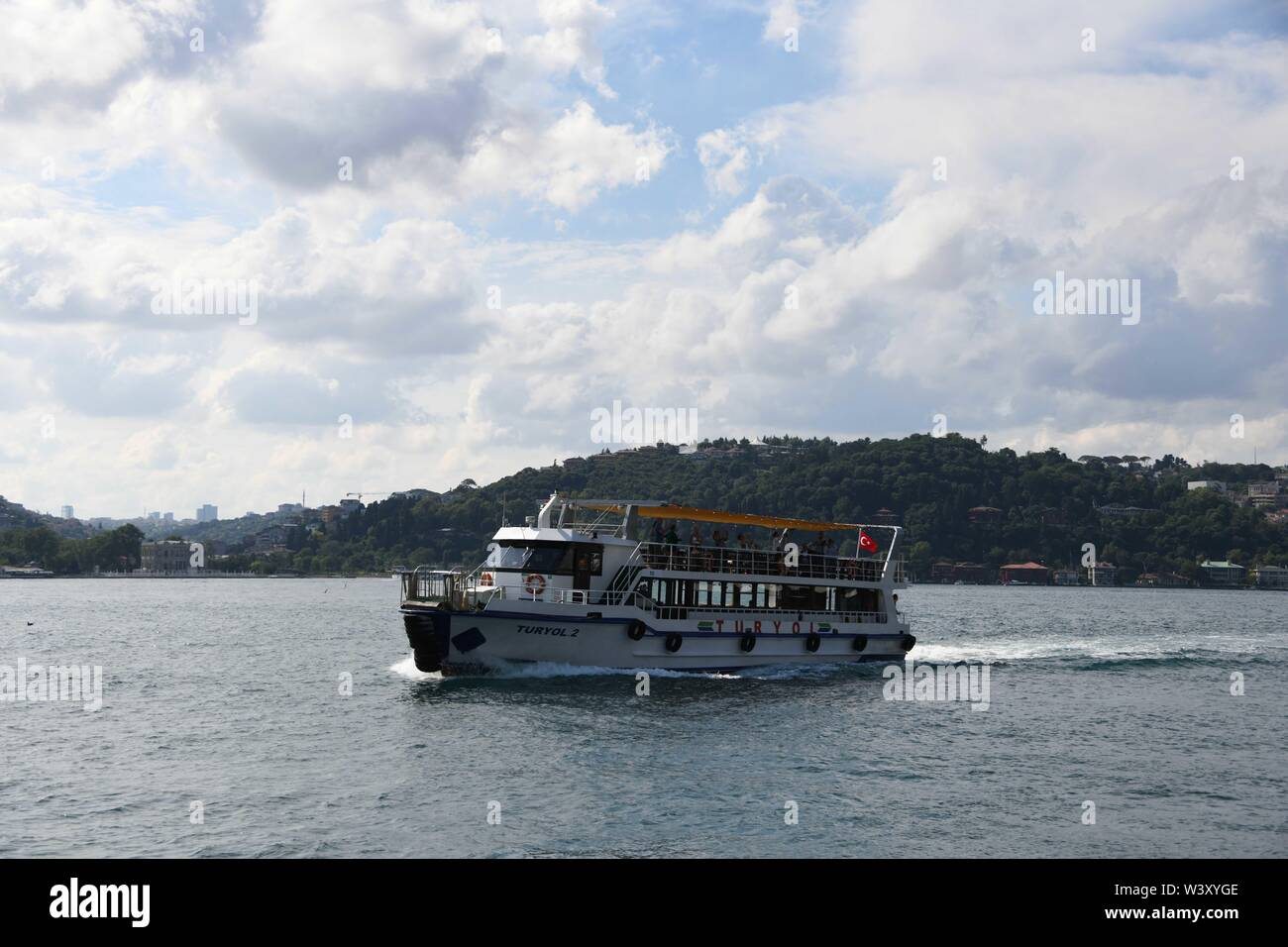 Istanbul, Turkey. 18th July, 2019. A cruise ship sails on the water of the Bosphorus strait in Istanbul, Turkey, July 18, 2019. Turkey's biggest city Istanbul allured a record number of tourists during the first five months of this year, thanks to an environment of peace, affordable prices and diversified tourism products. Between January and May, 5.4 million foreigners visited Istanbul, marking a year-on-year increase of 11 percent, according to the data unveiled by the Istanbul Provincial Directorate of Culture and Tourism. Credit: Xu Suhui/Xinhua/Alamy Live News - Stock Image
