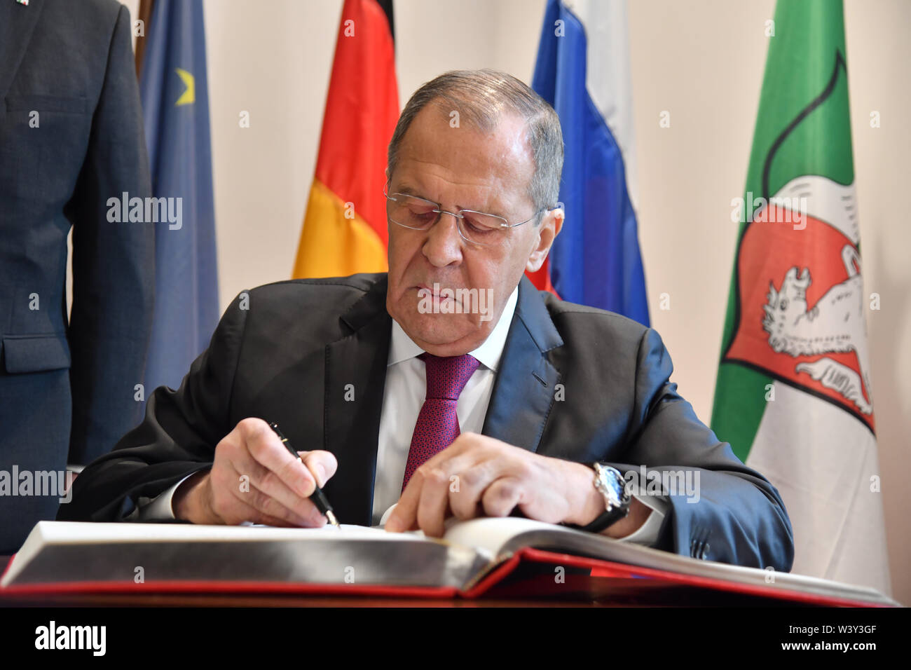Bonn, Germany. 18th July, 2019. Sergei Lavrov, Foreign Minister of Russia, registers in the Golden Book at the beginning of the German-Russian Dialogue Forum 'Petersburg Dialogue'. In view of the ongoing political differences between Russia and Germany, North Rhine-Westphalia's Prime Minister Laschet has called for a continuation of the dialogue. Credit: Ina Fassbender/POOL AFP/dpa/Alamy Live News - Stock Image