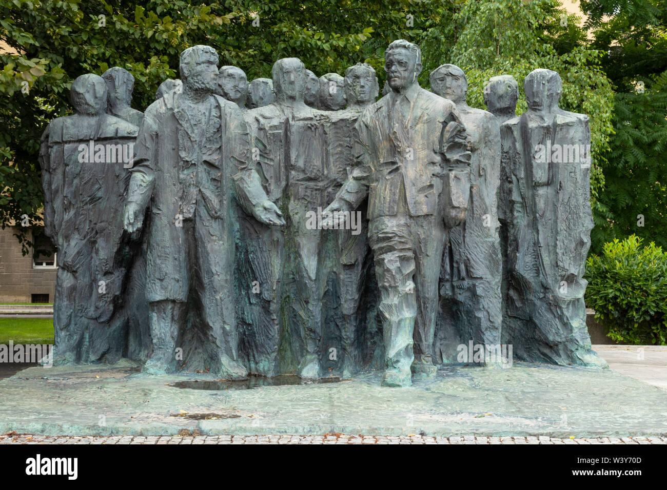 Spomenik Edvardu Kardelju Statue By Drago Trsar 1981 Trg