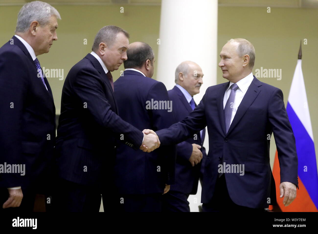 St Petersburg, Russia. 18th July, 2019. ST PETERSBURG, RUSSIA - JULY 18, 2019: Russia's President Vladimir Putin greets Belarus' Foreign Minister Vladimir Maskei and Ambassador to Russia Vladimir Semashko (R-L front) during a meeting with President Alexander Lukashenko (R back) at the Tauride Palace. Mikhail Metzel/TASS Credit: ITAR-TASS News Agency/Alamy Live News - Stock Image