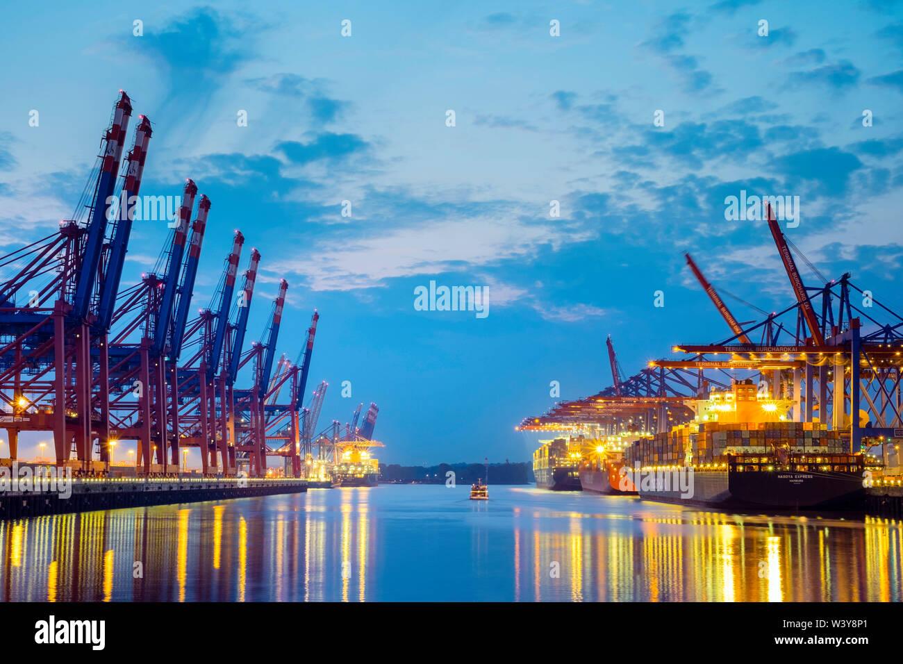 Cargo ships being loaded at Burchardkai in Hamburg Harbor at night, Waltershofer Hafen, Hamburg, Germany Stock Photo