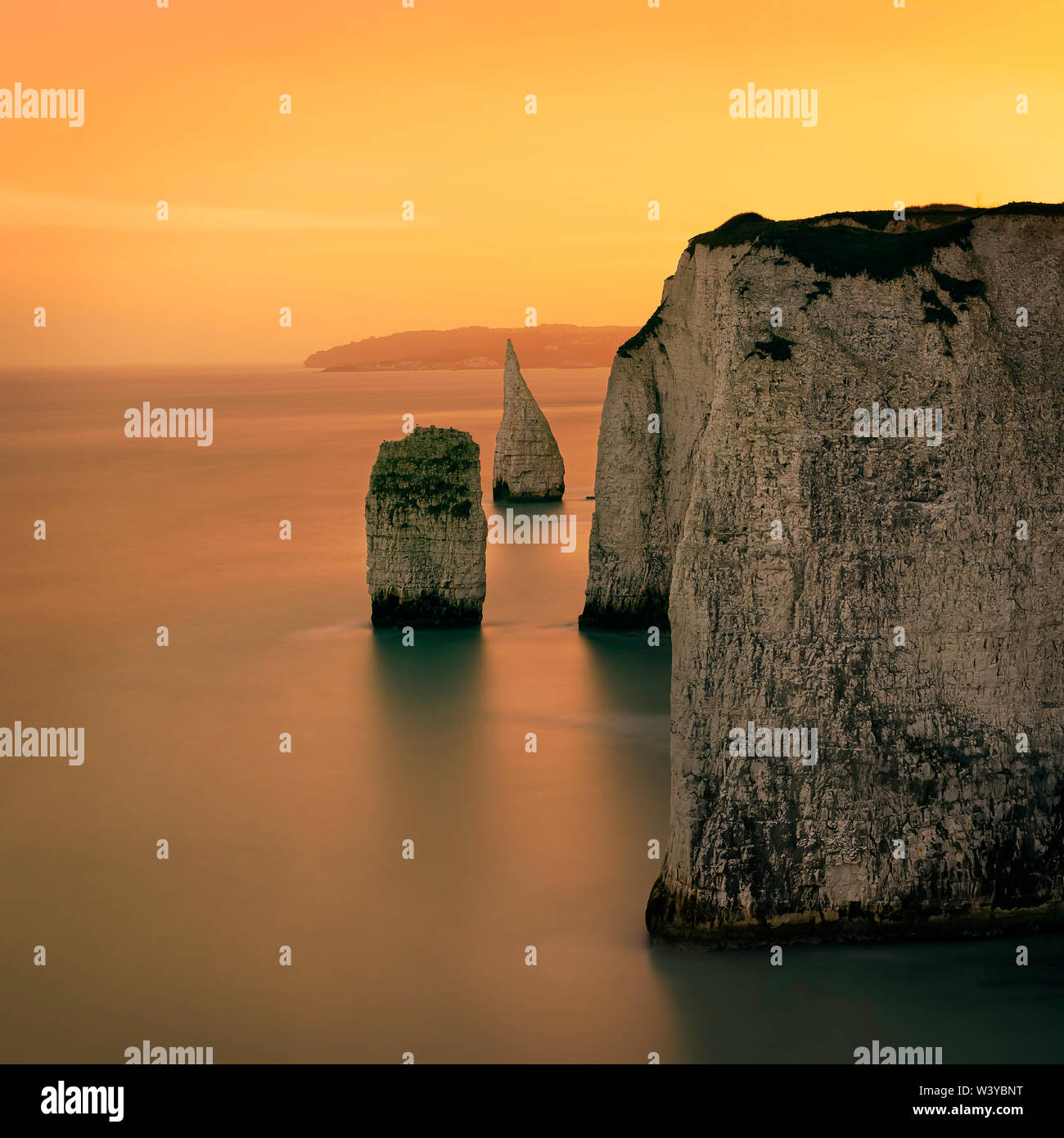 The stacks near Old Harry Rocks, the eastern end of the Jurassic Coast.  Handfast Point, STUDLAND, Dorset,   England. North sea. Long exposure - Stock Image