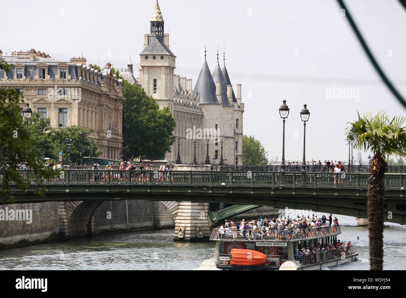 (190718) -- PARIS, July 18, 2019 (Xinhua) -- A Bateaux Mouches (Seine Rivers Cruises) is seen on the River Seine during the Paris Plage in Paris, France, July 17, 2019. The annual Paris Plage (Paris beach) event is held from July 6 to Sept. 1, 2019. (Xinhua/Gao Jing) Stock Photo