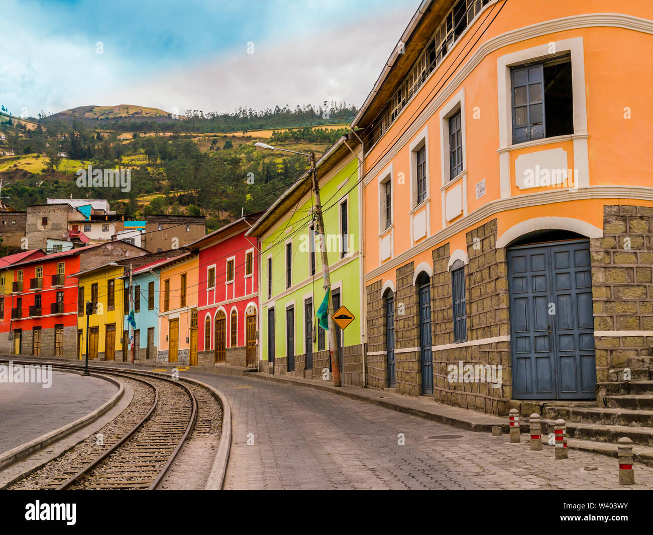 Raw of colorful houses in Alausi railway station, starting-off point for Devil's Nose train in Ecuador - Stock Image