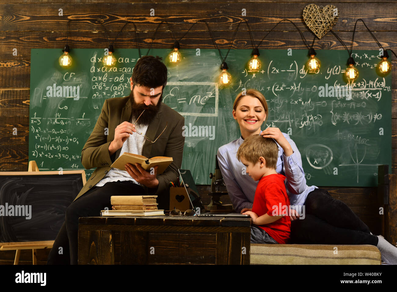 Talented coach during workshop indoors - productive training in stylish college interior, Teacher is warm accessible enthusiastic and caring - Stock Image