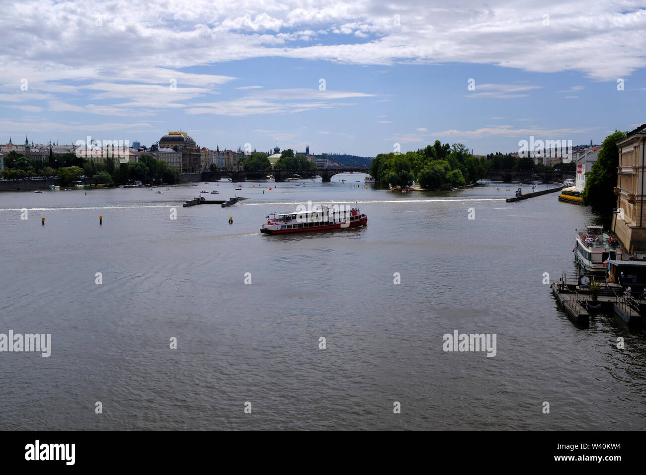 Boat and ship traffic on Vltava River in Prague, Czech Republic - Stock Image