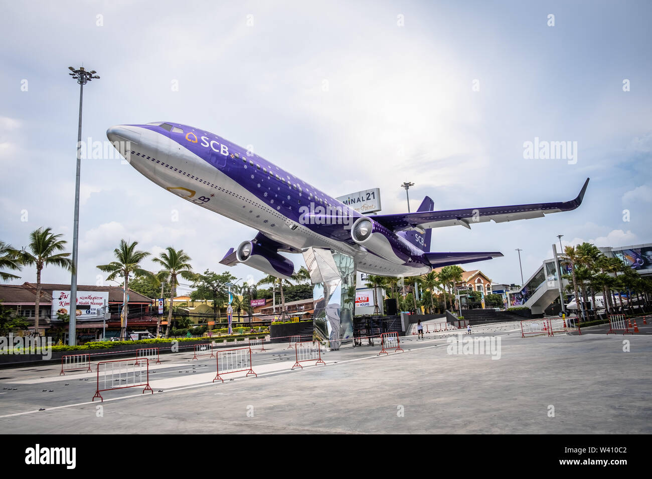 Pattaya, Thailand - May 22, 2019: The Termina 21 ,shopping area of Pattaya The front yard has a large plane model. And this is also a large and modern - Stock Image
