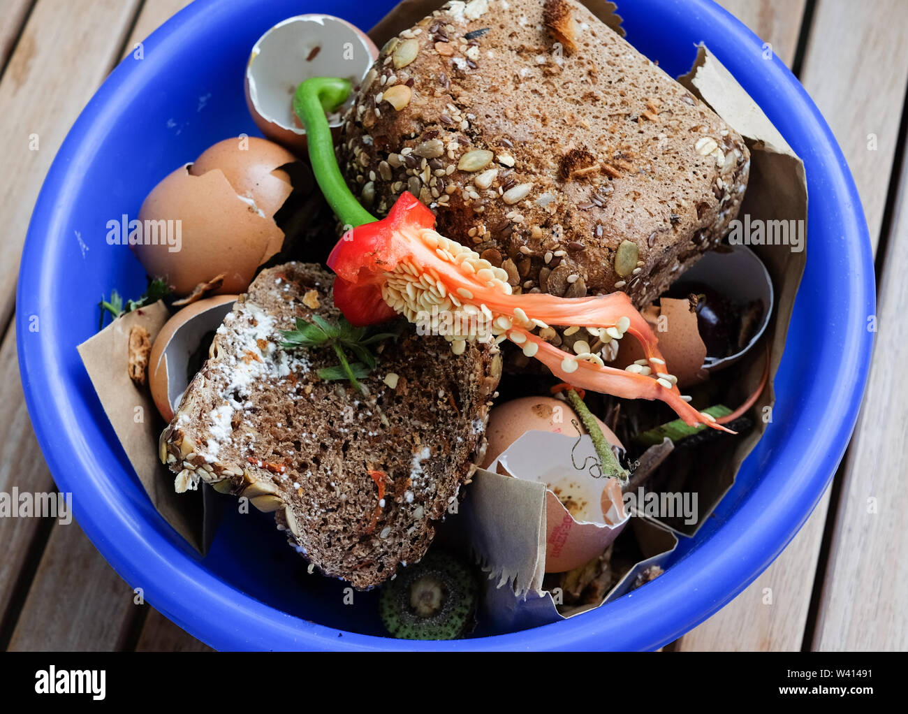Berlin, Germany. 17th July, 2019. Biowaste is collected in a household in a bowl. Credit: Jens Kalaene/dpa-Zentralbild/ZB/dpa/Alamy Live News Stock Photo