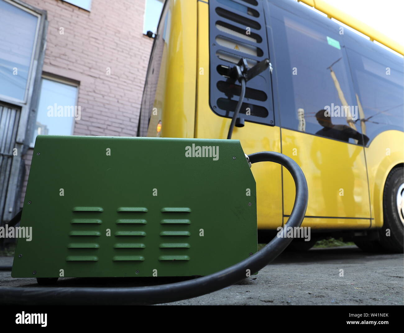 Yekaterinburg, Russia. 19th July, 2019. YEKATERINBURG, RUSSIA - JULY 19, 2019: Charging a Belkommunmash electric bus ahead of a test run along Trolleybus Route 1, from Shchorsa Street to a railway station. The bus, manufactured by Belarus' Belkommunmash Company, was displayed at the 2019 Innoprom exhibition. Donat Sorokin/TASS Credit: ITAR-TASS News Agency/Alamy Live News - Stock Image