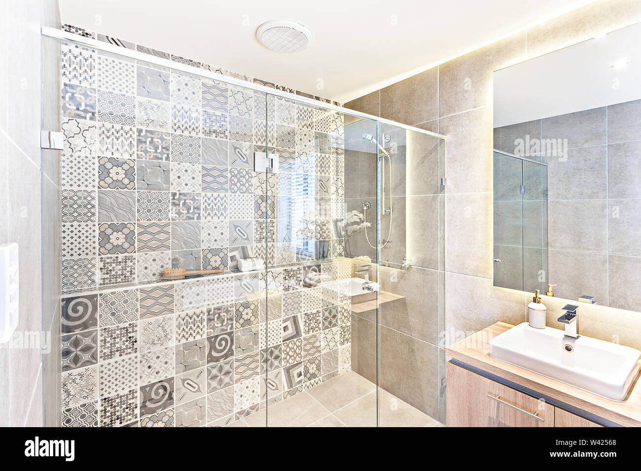Bathroom Pattern Wall Design With Art Printed On The Wall In
