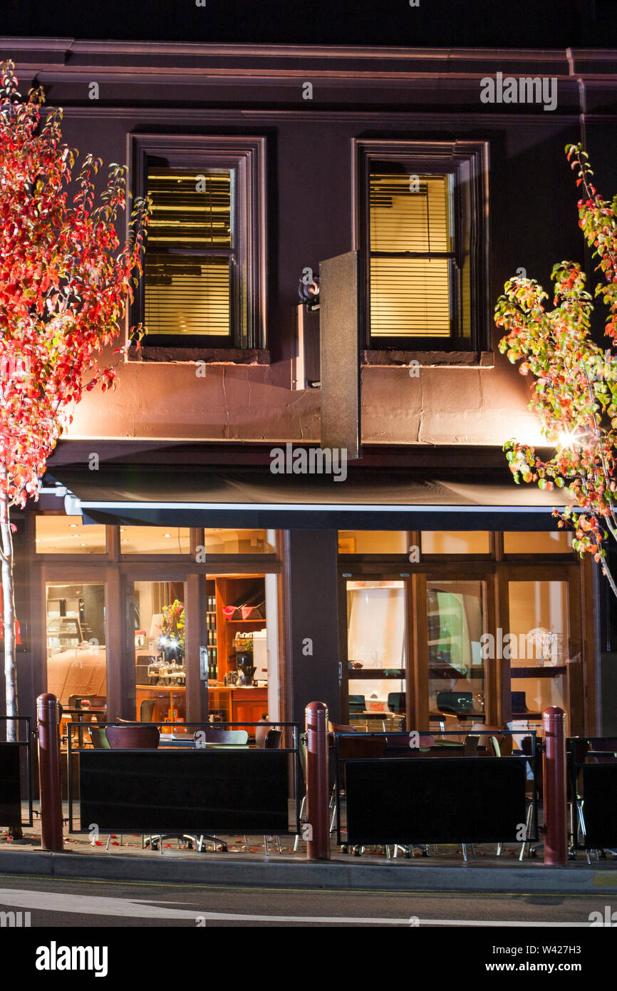 Page 2 Fancy Restaurant Exterior High Resolution Stock Photography And Images Alamy