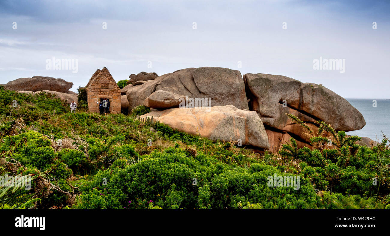 Ploumanach.The old powder house, pink granite coast, Perros Guirec, Cotes d'Armor, France Stock Photo