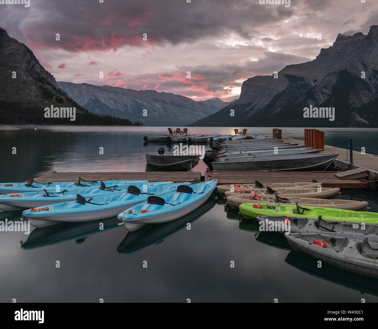 Sunrise at Lake Minnewanka - Stock Image