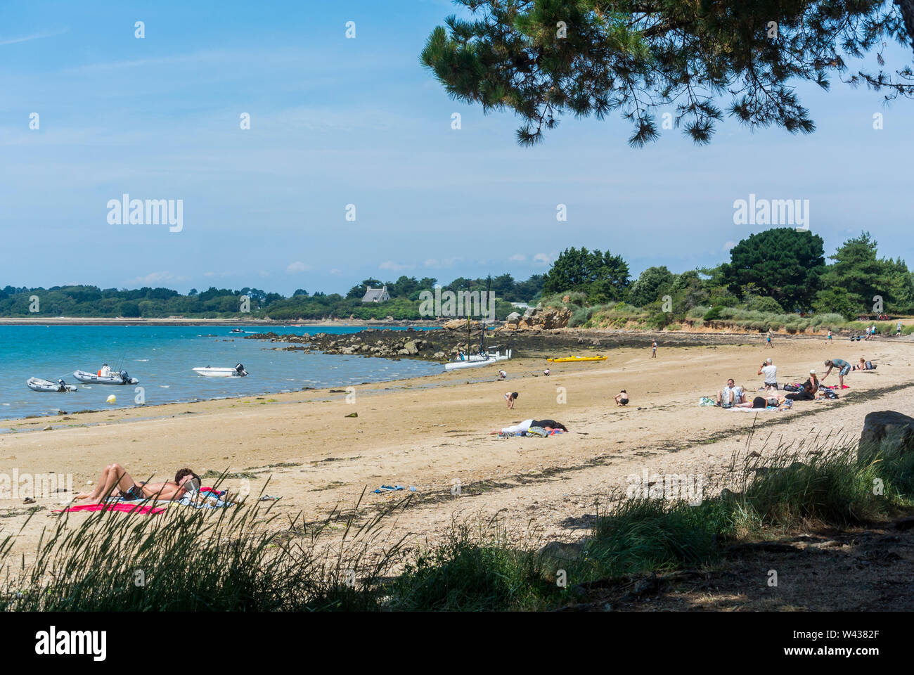 Vannes, FRANCE, Beach Scene, Ile d'Arz, in Golfe de Morbihan, Tourists Visiting, SUmmer Vacation - Stock Image