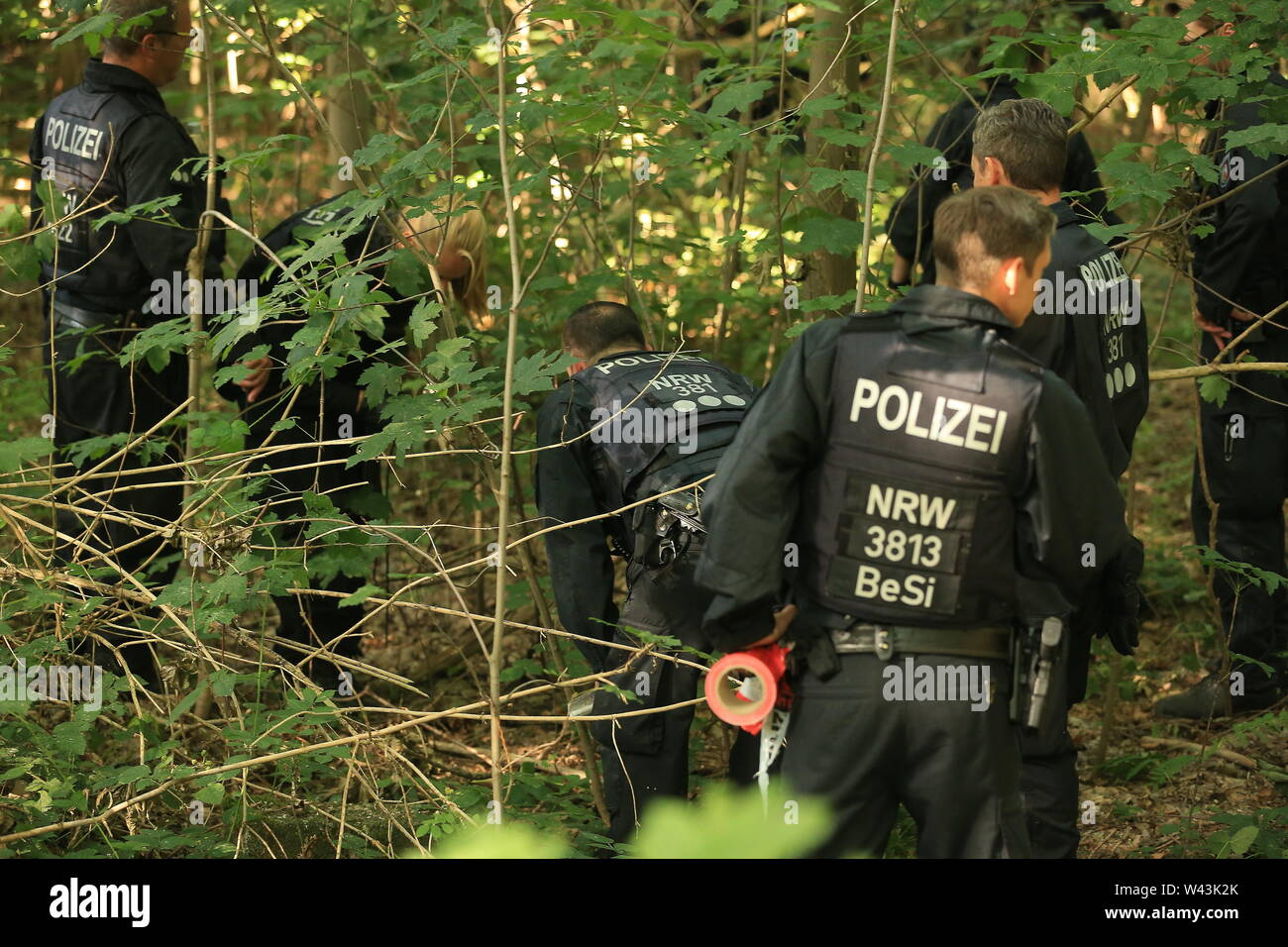 19 July 2019, North Rhine-Westphalia, Mönchengladbach: A police patrol of a hundred is combing the park where a corpse is said to have been deposited. The police assume a capital offense and a homicide squad has been set up. Photo: David Young/dpa - Stock Image